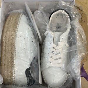 New in box Steve Madden sneakers